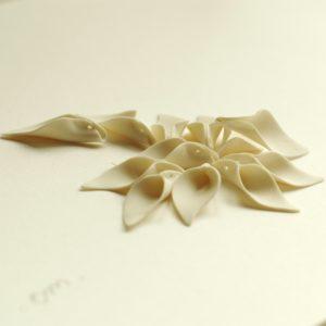 petites perles en porcelaine blanche, porcelain bead